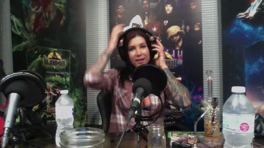 [HD] Felicity Feline Purple Haze Radio Podcast Felicity Feline - ManyVids-00:48:33   Behind The Scene, Webcam, Pornstars, Candid - 1,3 GB