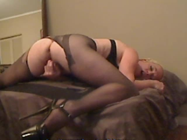 [SD] Gartersex Pantyhose Lap Dance Stepson Rips Hose Gartersex - ManyVids-00:12:32 | Dirty Talking, Older Woman / Younger Man ., Role Play, Solo Female, Taboo - 116,8 MB