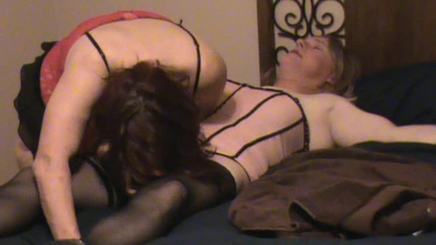 [SD] Hotlynn Fun At Vickys House Part 2 Hotlynn - ManyVids-00:08:16 | Threesome, Cowgirl, Blow Jobs, Crossdresser, BBW - 196,2 MB