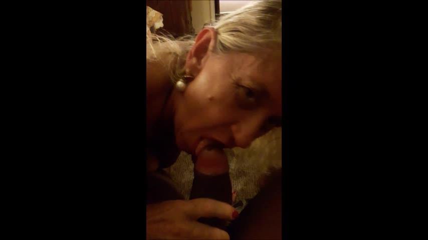 [SD] Hotlynn Lynn Sucing Her Bbc Bull Hotlynn - ManyVids-00:08:56 | BBC, Cock Worship, Black Cock, Fucking, BBW - 180,3 MB