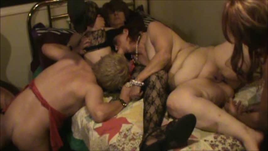 [SD] Hotlynn Tg Party Part 2 Hotlynn - ManyVids-00:12:26 | Threesome, Biting, Cock Worship, Crossdresser, Corset - 290,2 MB