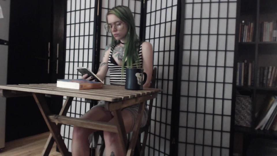 [HD] Jasperswift Under The Table JasperSwift - ManyVids-00:12:46 | Ignore, Tattoos, Eye Glasses, Upskirt, Fair Skin - 1,1 GB