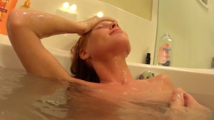 [Full HD] Jennyblighe He Makes Me Cum Underwater JennyBlighe - ManyVids-00:22:21 | Bathtub Fetish, Boy Girl, Cumshots, Hairy Bush, Underwater Fetish - 1,3 GB