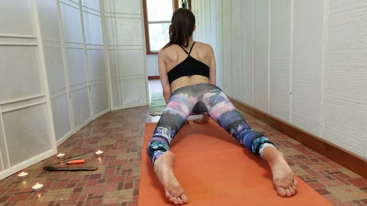 [Full HD] Katy Faery Stretching In My Tight Yoga Pants Katy Faery - ManyVids-00:07:06 | Yoga Pants,Fitness,Exercise,Stretching,Petite - 517 MB