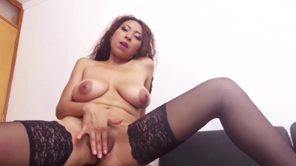 [Full HD] luciarayne black stockings strip and fingerbang luciarayne - ManyVids-00:09:55   All Natural, Fingering, High Heels, Stocking, Striptease - 868,2 MB