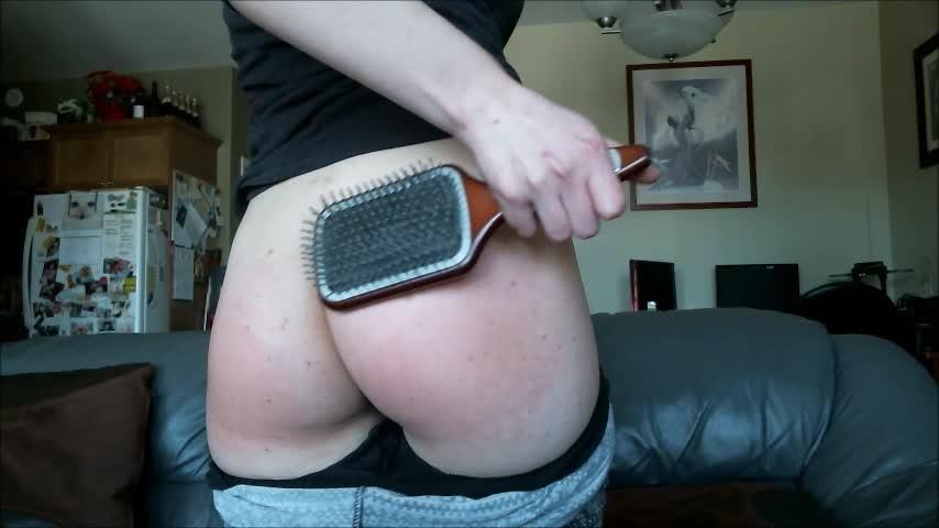 [SD] Maedoll Hairbrush Spanking MaeDoll - ManyVids-00:06:57   Ass, Butts, Hair Brush Spanking, Leggings, Spanking - 191 MB