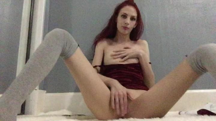 [HD] Misskittymoon Girlfriend In Velvet Makes A Sexy Video MissKittyMoon - ManyVids-00:04:22 | Fetish, Masturbation, Redhead, Small Tits, Solo Female - 332,2 MB