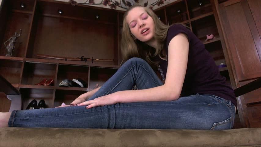 [Full HD] nym fleurette queen nyx sensual foot massage Nym Fleurette - ManyVids-00:05:29   Foot Fetish, Foot Worship, Feet, Female Domination, Financial Domination - 327,7 MB