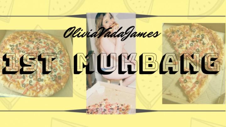 [SD] oliviavadajames 1st mukbang pizza OliviaVadaJames - ManyVids-00:09:14 | Chewing, Eating, Food Porn, Goddess Worship, Mukbang - 213,1 MB