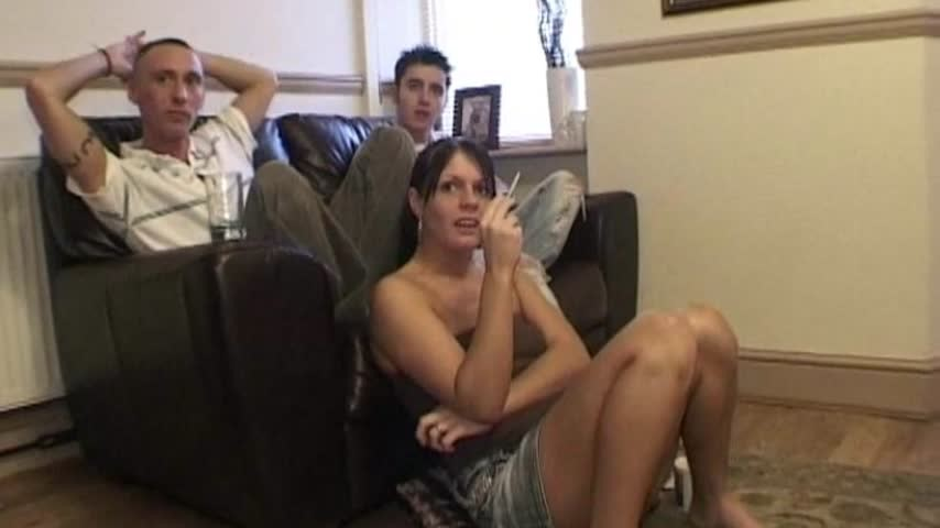 [SD] one eyed jack brit couple 3some with male friend One Eyed Jack - ManyVids-00:31:10   Amateur, British, Brunette, Fucking, Threesome - 338,1 MB