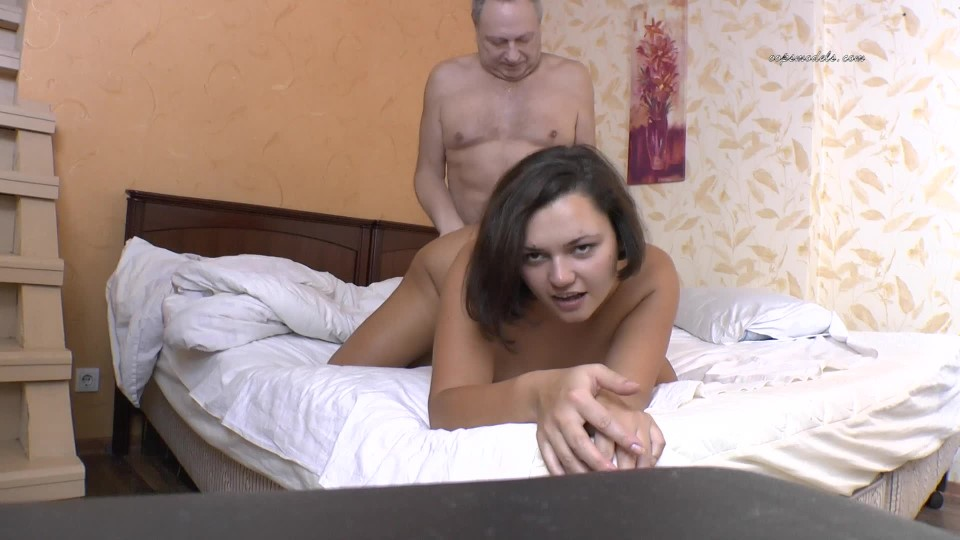 [Full HD] Oopsmodels Pretty Babe Lilli With Her Old Friend Oopsmodels - ManyVids-00:21:20 | Home Video, Old &Amp;Amp; Young, Teens - 747,3 MB
