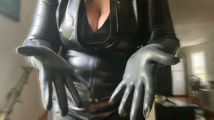 [Full HD] Rubberfoxx Oiling Up Latex Gloves Rubberfoxx - ManyVids-00:02:35 | Glove Fetish,Gloves,Hand Fetish,Latex,Rubber Fetish,SFW - 147,1 MB