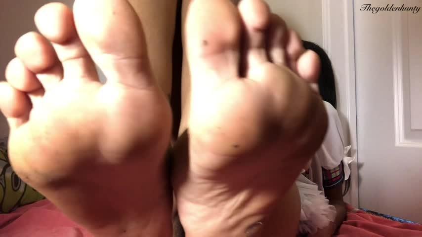 [Full HD] Thegoldenhunty Worship Clean Dirty Feet Wet Pussy Thegoldenhunty - ManyVids-00:02:05   Ebony Female Domination, Foot Slave Training, POV Foot Worship, Sissy Training, Femdom - 300,3 MB