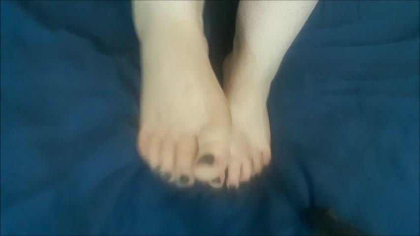 [Full HD] Thesublimesara Foot Fun TheSublimeSara - ManyVids-00:04:07 | Barefoot, BBW Feet, Foot Fetish, Feet, Foot Play - 562,3 MB