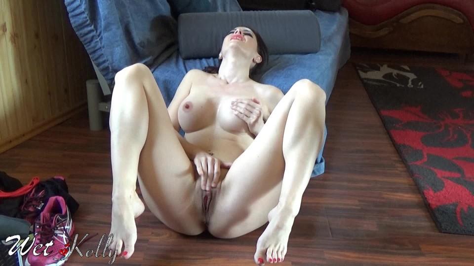 [Full HD] Wet Kelly Sweating Exercise Makes Me Horny Wet Kelly - ManyVids-00:05:30 | Sweat Fetish, Masturbation, Solo Female, Armpits, Bodybuilding Fetish - 315,8 MB