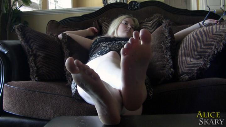 [Full HD] Aliceskary Lounging Watching Tv Barefoot AliceSkary - ManyVids-00:02:42 | BBW Feet,Dirty Feet,Feet,Ignore,Barefoot - 76,6 MB