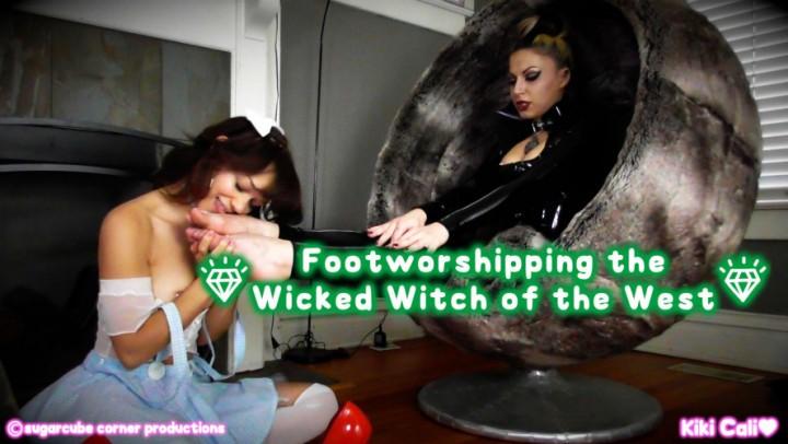 [HD] Kiki Cali Foot Worshipping The Wicked Witch Kiki Cali - ManyVids-00:11:55   Age Play, Foot Worship, Halloween, Mistress, Slave Training - 1 GB