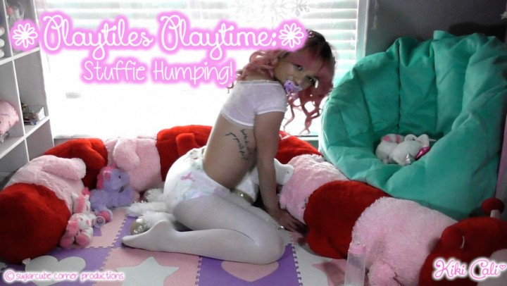 [HD] Kiki Cali Playtiles Playtime Stuffie Humping Kiki Cali - ManyVids-00:08:10 | Adult Babies, Age Regression, Daddys Girl, Diaper, Diaper Fetish - 711,8 MB