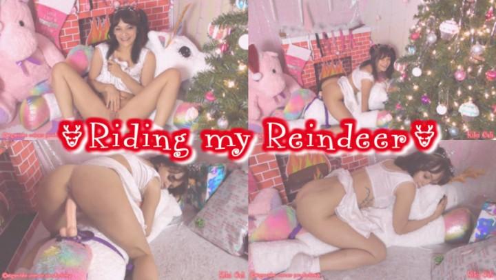 [HD] Kiki Cali Riding My Reindeer Kiki Cali - ManyVids-00:11:06   Age Play, Christmas, Daddys Girl, Dildo Fucking, Pillow Humping - 969,5 MB