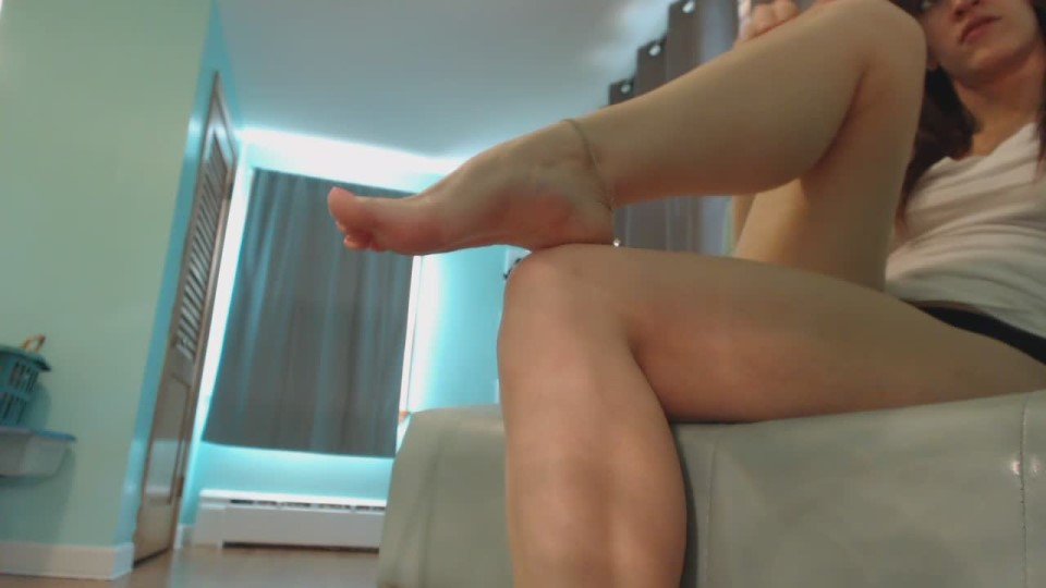 [HD] Kitty Darlingg Worship My Feet While I Shop Online Kitty Darlingg - ManyVids-00:11:10 | Barefoot, Feet, Highly Arched Feet, Pointed Toes, Shopping Slaves - 248,3 MB