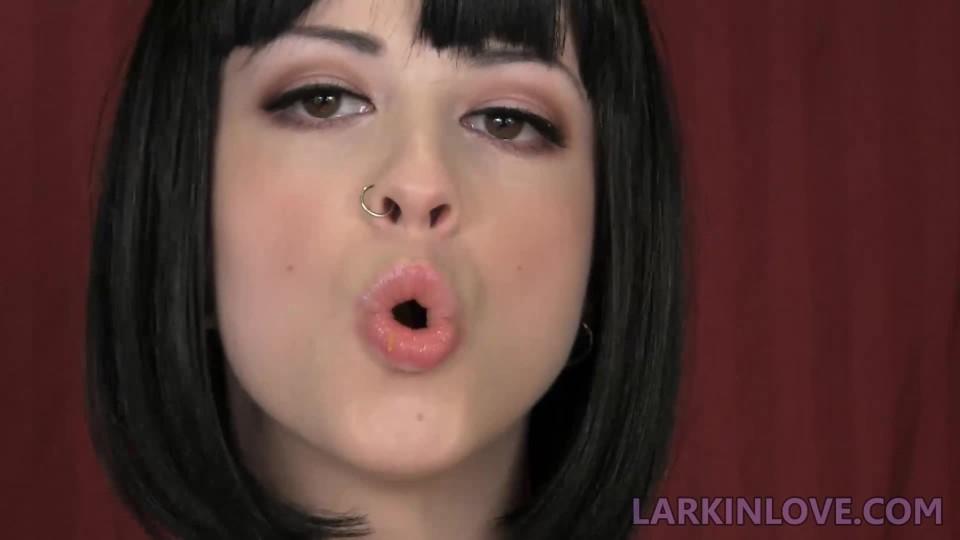 [Full HD] Larkin Love Swallowed Whole Larkin Love - ManyVids-00:10:17 | Vore, Throat Fetish, Swallowing / Drooling, Eating, Food Stuffing - 98,7 MB