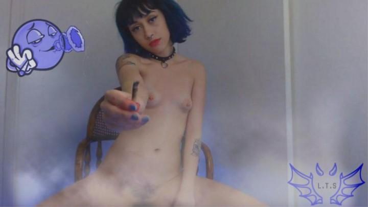 [HD] Lisathesuccubrat Blue Hair Seductive Smoke Fetish Lisathesuccubrat - ManyVids-00:09:24 | Eye Contact,Makeup,Petite,Piercings,Smoking - 178,2 MB