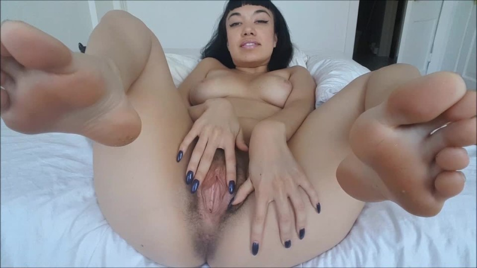 [HD] Little Puck Hairy Pussy Ho Little Puck - ManyVids-00:09:39 | Feet, Foot Fetish, Hairy, Hairy Bush, Pussy Spreading - 701,2 MB