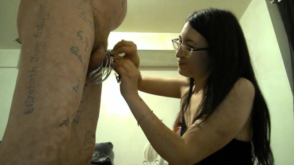 [Full HD] Liz Lovejoy Cock Locked In Chastity Chastity Domme Liz Lovejoy - ManyVids-00:02:41 | Chastity Devices, Female Domination, Fetish, Key Holding &Amp;Amp; Chastity, Tease &Amp;Amp; Denial - 254,3 MB