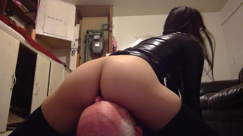[Full HD] Liz Lovejoy Facesitting A Sub Facesitting Dominatrix Liz Lovejoy - ManyVids-00:03:10   Ass Fetish, Ass Smothering, Ass Worship, Face Sitting, Female Domination - 140,7 MB