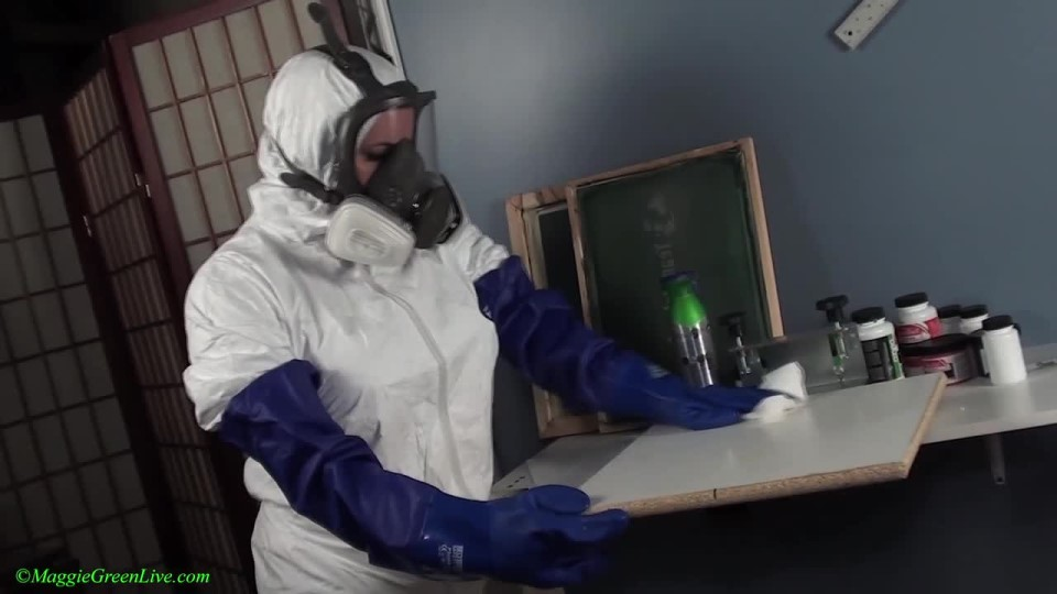 [HD] Maggie Green Cleaning And Cumming In Gas Mask Maggie Green - ManyVids-00:11:06   Gas Mask, Glove Fetish, Housecleaning, Mask Fetish, Orgasms - 287,4 MB