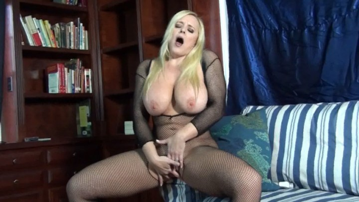 [Full HD] Marie Madison Milf Alexis Big Tits And Fishnets Marie Madison - ManyVids-00:08:40 | MILF, Solo Female, Fishnets, Bodystockings, Big Tits - 1,1 GB