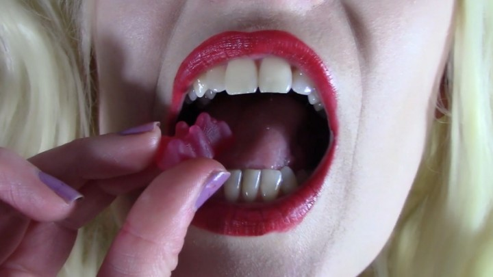[Full HD] Mia Fox Sharp Teeth Destroy Gummy Bears Mia_Fox - ManyVids-00:06:45   Vore, Mouth Fetish, Biting, Chewing, Food &Amp;Amp; Object Crush - 254,1 MB