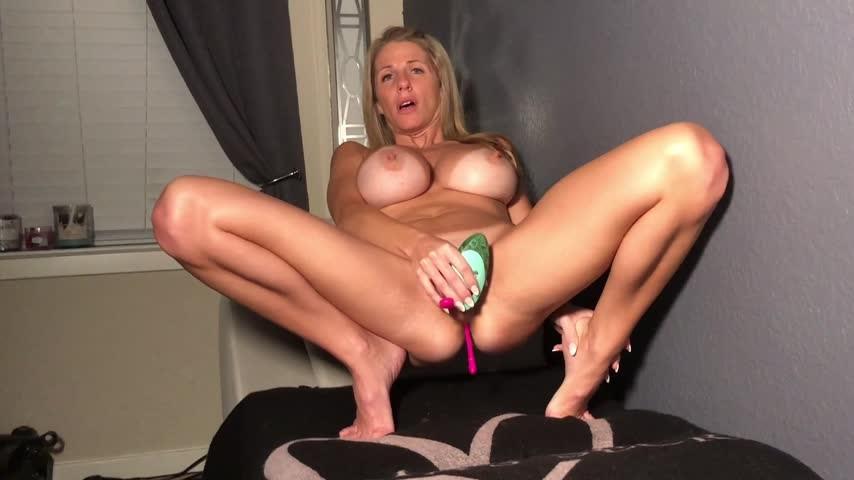 [Full HD] Miakinkdd Solo Play MiaKinkDD - ManyVids-00:29:07 | BBC, Blonde, Huge Boobs, Masturbation, Pussy Slapping - 2,4 GB