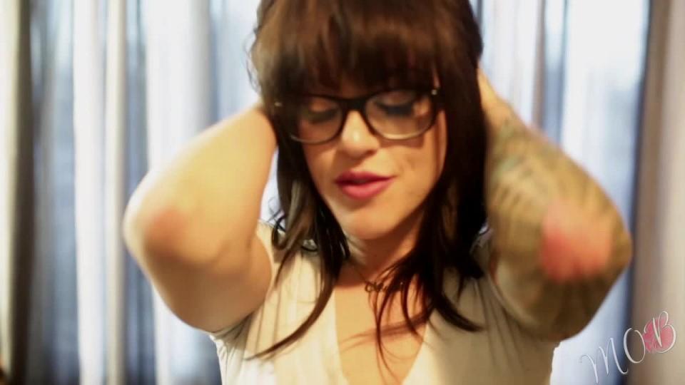 [HD] Miss Olivia Black Rub My Feet Cd Nipple Stack Miss Olivia Black - ManyVids-00:10:19 | Foot Fetish, Nipple Play, Skinny Women, Strip Tease, Tattoos - 758,7 MB