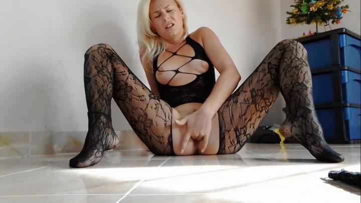[HD] Missanja 2 Orgasms In Crotchless Pantyhose Vip-Pussy.Com MissAnja - ManyVids-00:14:18   Blonde, Fingering, Orgasms, Pantyhose, Solo Masturbation - 629,3 MB