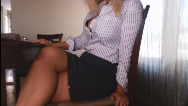 [HD] Missbehavin26 Teacher Student Gang Bang Behind Desk Missbehavin26 - ManyVids-00:29:39   Adult School, POV, Role Play, Teacher Fetish, Virtual Sex - 494,2 MB