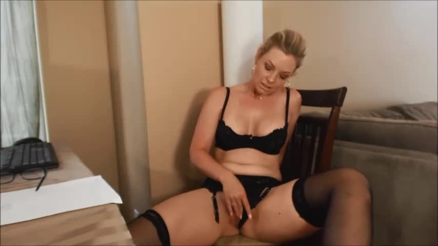 [SD] Missbehavin26 The Ceo Wants To See You Masturbation Vip-Pussy.Com Missbehavin26 - ManyVids-00:12:16   Boss/Employee, Female Desperation, Solo Masturbation, Upskirt, Garter &Amp;Amp; Stockings - 75,1 MB