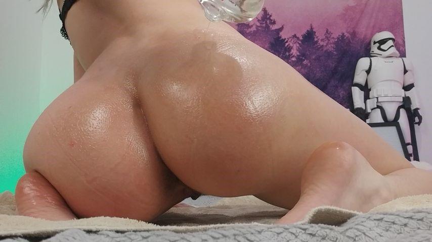 [Full HD] Misshowl Oily Twerks Pt 1 MissHowl - ManyVids-00:04:43 | Big Butts, Booty Shaking, Butts, Oil, Twerk - 580,5 MB