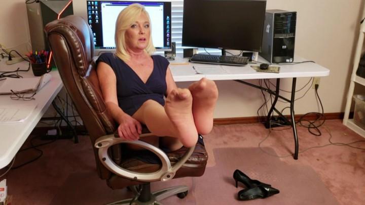 [Full HD] Msparisrose Pumps Pantyhose And Tired Feet MsParisRose - ManyVids-00:08:18 | MILF, Foot Fetish, Pantyhose, Foot Smelling, POV Foot Worship - 853,7 MB