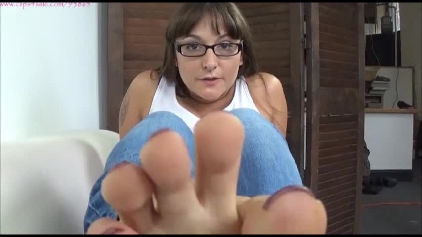 [SD] Sarah Michelle Fuck Your Mouth With My Feet Sarah Michelle - ManyVids-00:07:20 | Femdom POV,Princess,Foot Fetish,Masturbation Encouragement,Barefoot - 315 MB