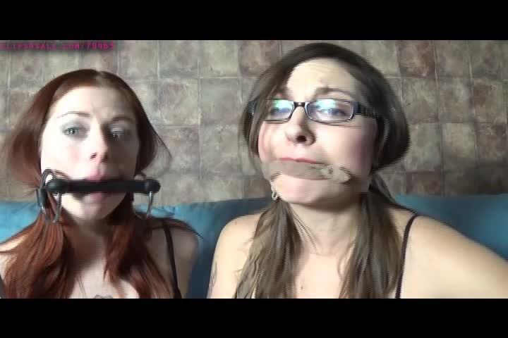 [SD] Sarah Michelle Gag Kissing With Leila Sarah Michelle - ManyVids-00:04:58   Gag Talk,Lesbians,Kissing,Pantyhose,Bra &Amp;Amp; Panties - 112,1 MB