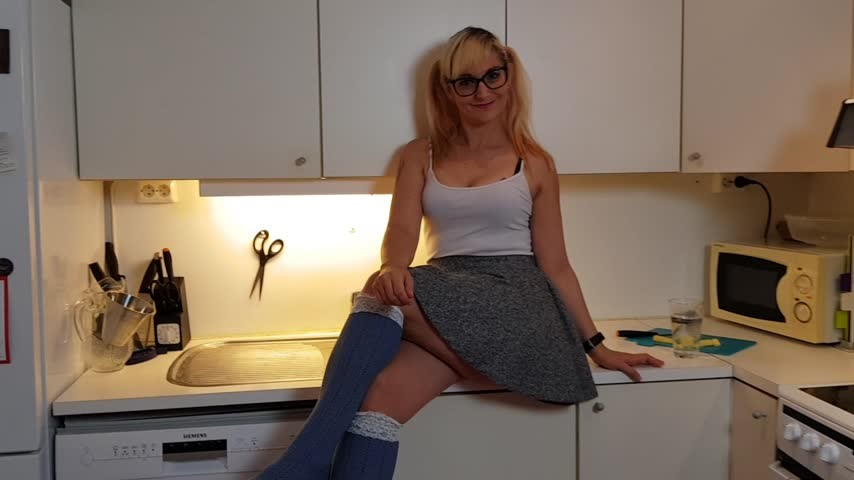 [Full HD] Sarah Michelle My Foster Sister Is A Giantess Sarah Michelle - ManyVids-00:12:50 | Eating,Giantess,POV,Shrinking Fetish,Vore,SFW - 944,4 MB