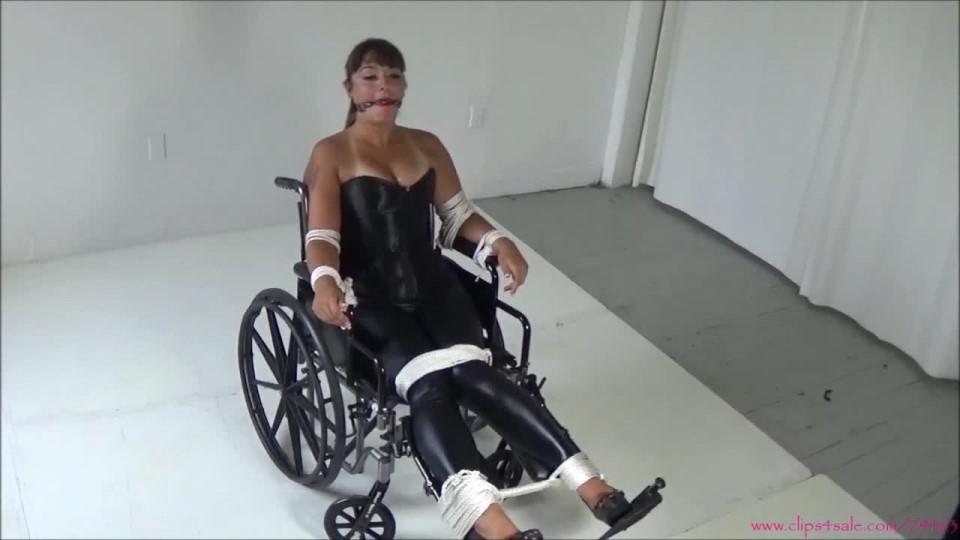 [HD] Sarah Michelle Wheelchair Bound Sarah Michelle - ManyVids-00:11:39 | Bondage,Wheelchairs,Ballgagged,Slave Training,Struggling - 832,7 MB
