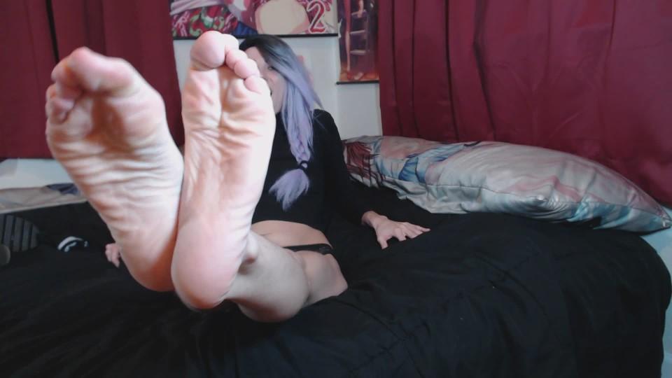 [Full HD] Sasiemayy Sasie Mayy Plays With Her Cute Lil Feet Sasiemayy - ManyVids-00:10:03 | Dirty Talking, Feet, Foot Fetish, Foot Worship, Toe Sucking - 294,7 MB