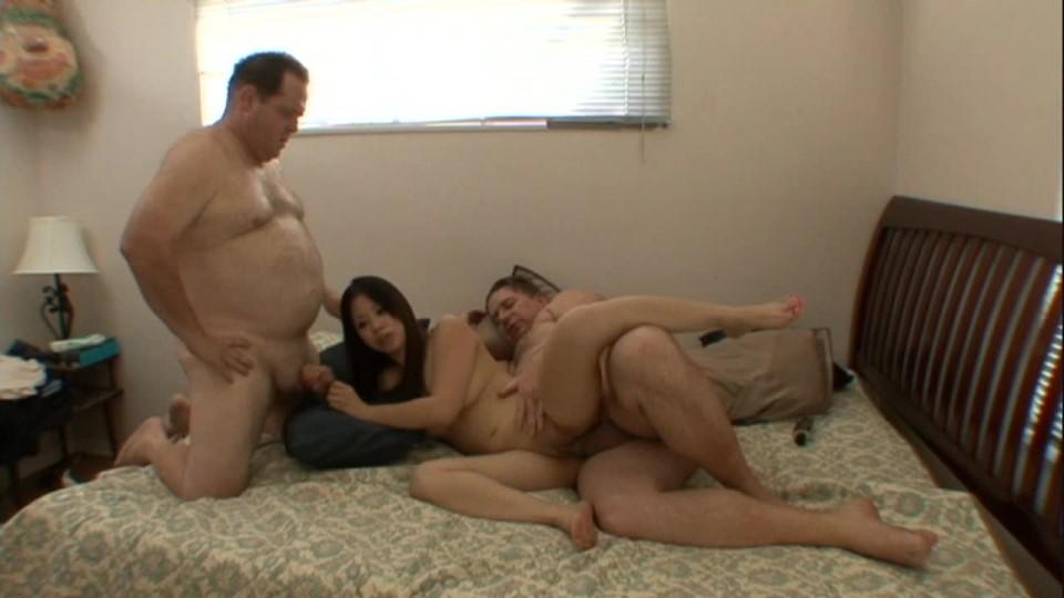 [HD] Swineys Proam Asia Zo Stuffed By A Pair Of Porkers Swineys ProAm - ManyVids-00:40:31 | Asian, BHM, Big Loads, Older Man / Younger Women, Threesome - 1,5 GB