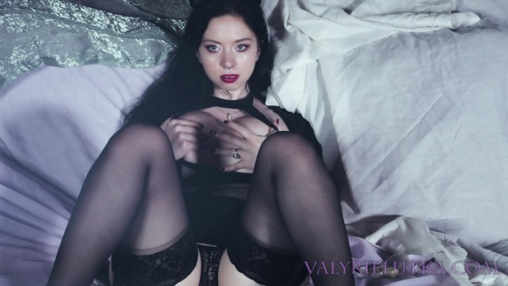 [Full HD] Valyrielutka Val Rubs Her Tits And Ass For You Free ValyrieLutka - ManyVids-00:01:39 | ASMR, Ass Worship, Big Tits, Body Worship, Pantyhose - 121,3 MB