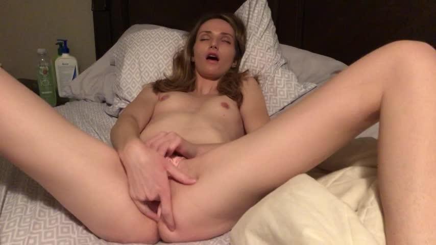[HD] Xoarielxo Vibrator And Panty Stuffing XoArielxo - ManyVids-00:08:22   Fingering, Panty Fetish, Panty Stuffing, Vibrator, Orgasms - 658,4 MB