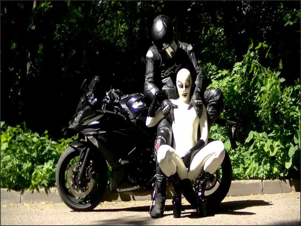 [Full HD] Xozt The Rubberbitch Takes A Ride Xozt - Clips4Sale-00:10:01 | Size - 599,8 MB