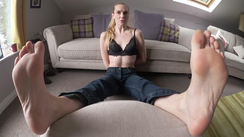 [Full HD] Ariel Anderssen Tiny Men Sniff Amp Tickle My Giant Feet Ariel Anderssen - ManyVids-00:10:07   Feet, Barefoot, Giantess, Toe Wiggling, Wrinkled Soles - 603,1 MB