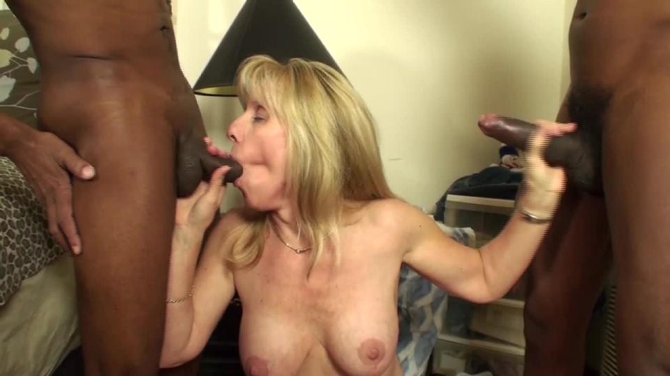 [HD] carol cox mature blonde takes on two 2 bbcs Carol Cox - ManyVids-00:17:13 | BBC, Mature, Threesome, Black & White, Interracial - 546,2 MB